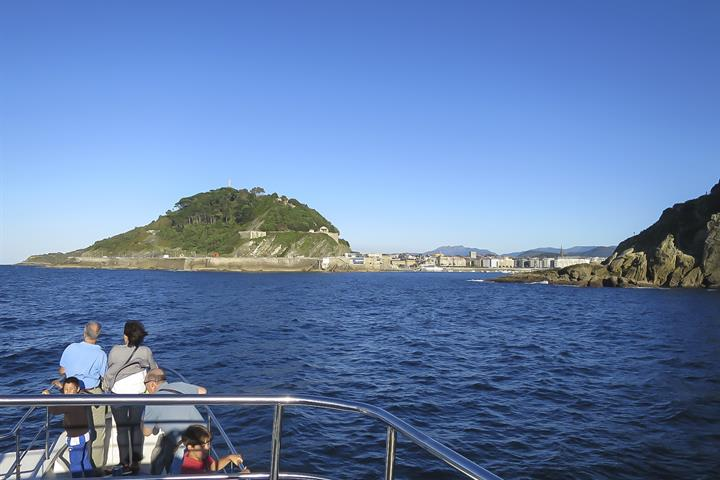 San Sebastián from the sea by boat or kayak