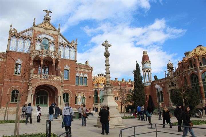 Visiting Hospital de la Santa Creu i Sant Pau in Barcelona