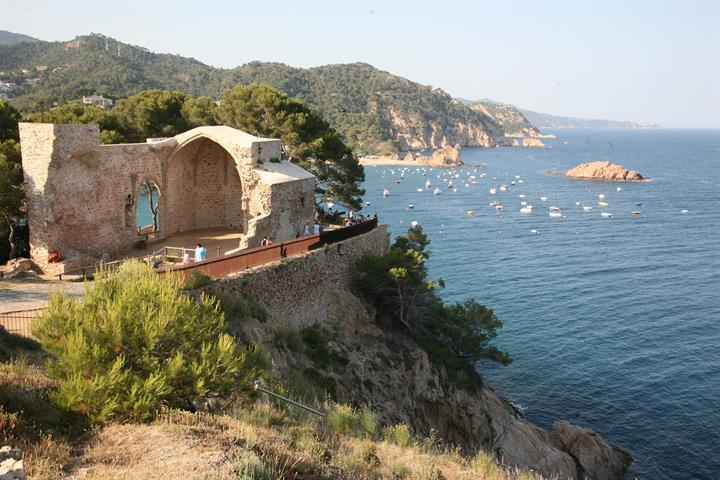 Enjoy a family holiday in Tossa de Mar