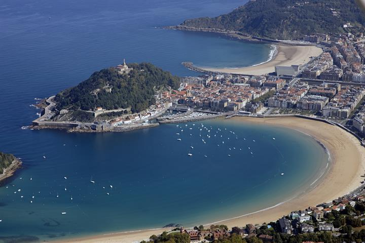The beach of La Concha in San Sebastián: a beach you must see!