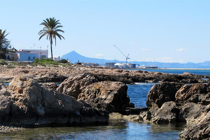 Guide to Denia's golden, sandy beaches