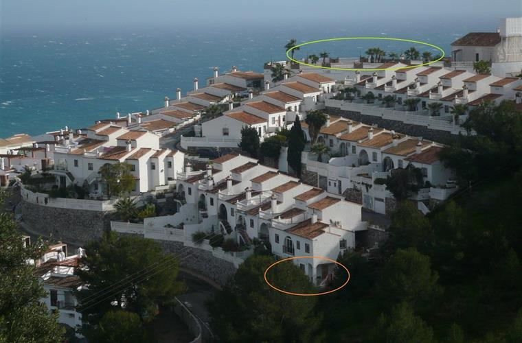 green circle: swimming pool orange circle: guest house Left sea