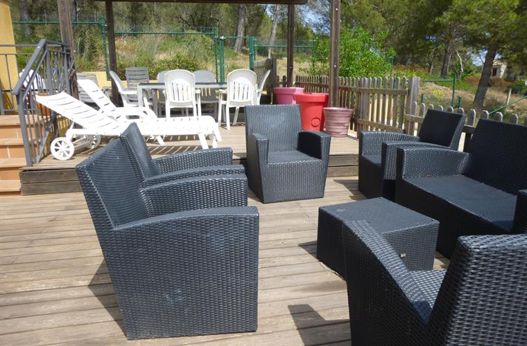 Fenced in decking area, safe for kids to play or you to sunbathe!