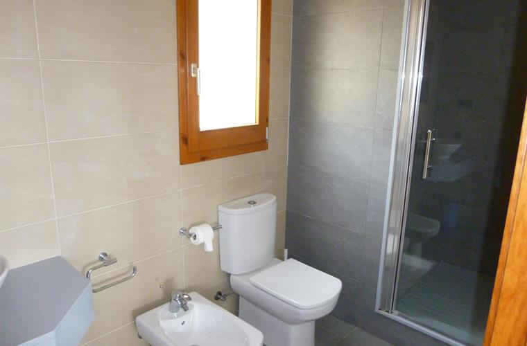 Ensuite bathroom upstairs