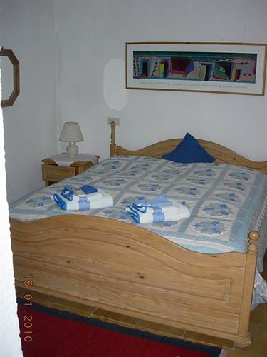 King size bed 2 x 2 meters
