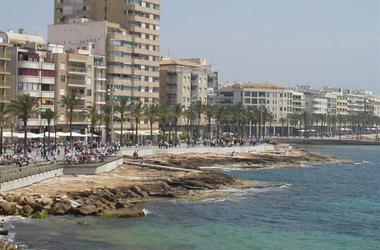 "Sea view on the ""walk way"" in Torrevieja"