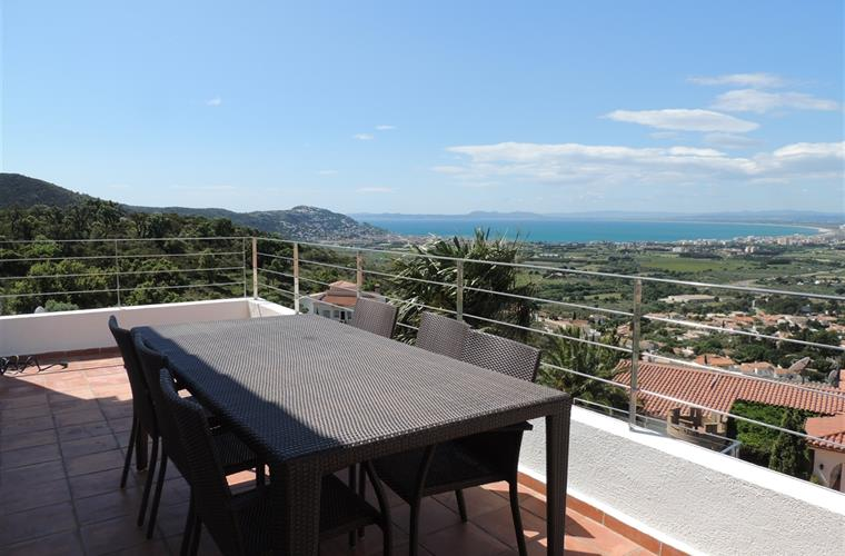 Outdoor dining with fantastic views on top terrace.