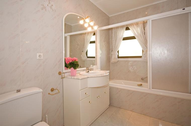 All bedrooms have ensuite bathrooms