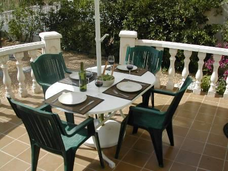Alfresco dining on the garden terrace