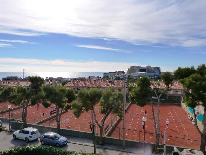 Club Tennis levantina, 2 min walking