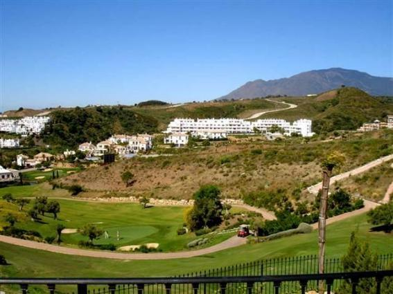 View over golfcourse to Lunymargolf complex.