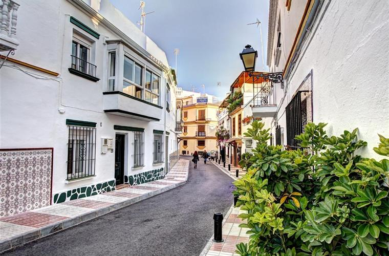 Marbella Townhouse Street View