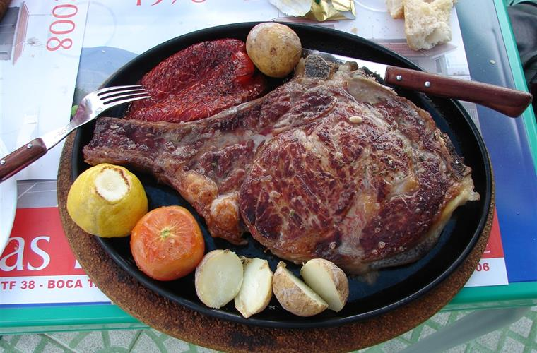 You eat well in Tenerife - here a T-Bone Steak for only EUR15