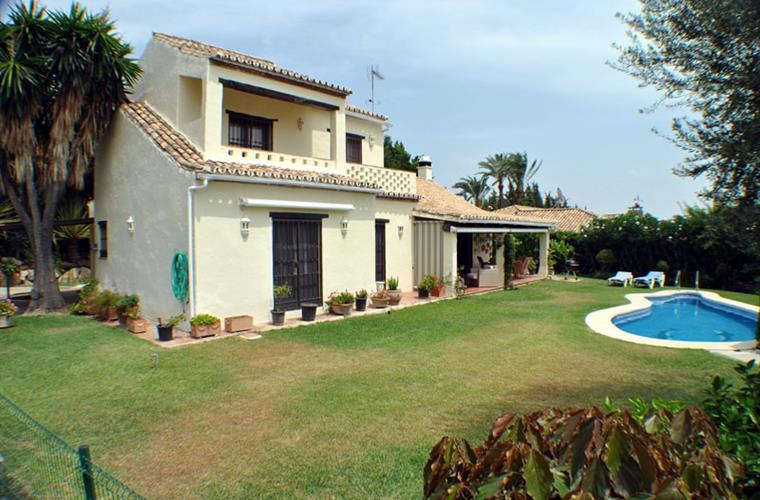 View from the entrance towards the house, garden, terrace and pool