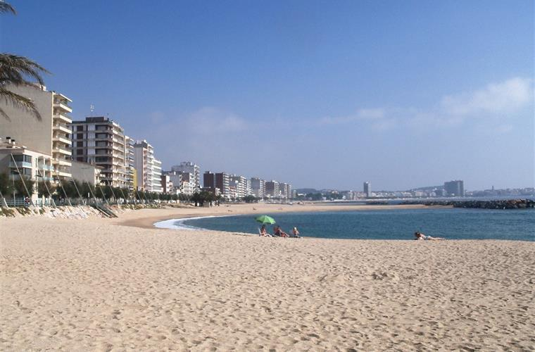 the wide sweeping curves of Sant Antoni beach