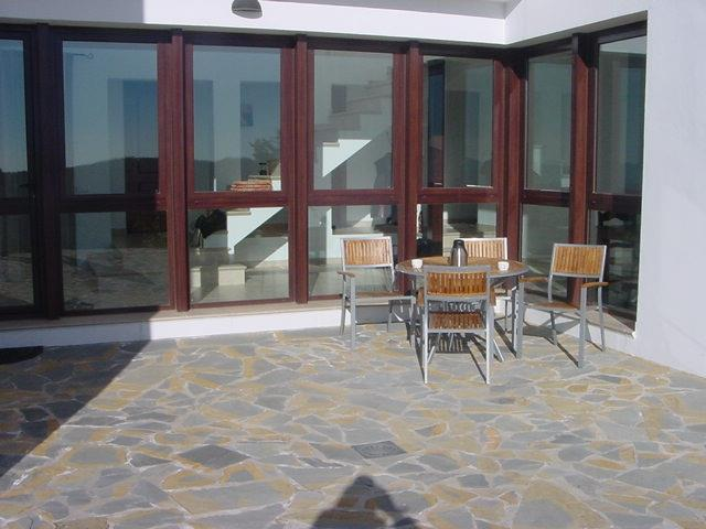 The entrance, ideal for the brekfast and early morning sun.