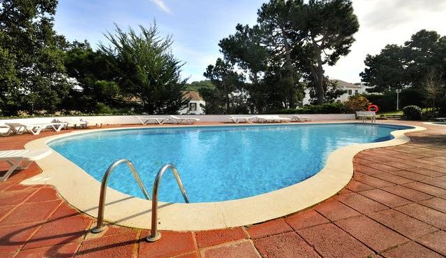 A big swimming pool to enjoy with all your family.There is a safe