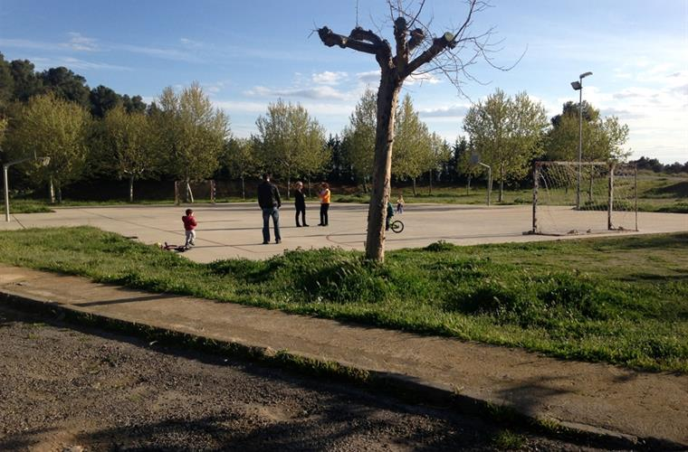 basketball and football field and playgarden 100m from the villa