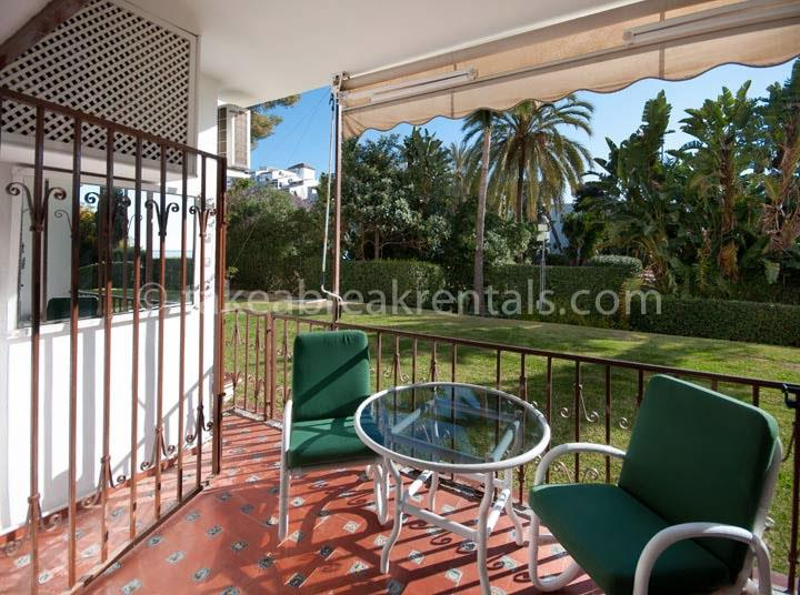 Ground floor terrace Spanish apartment rental Andalucia del Mar