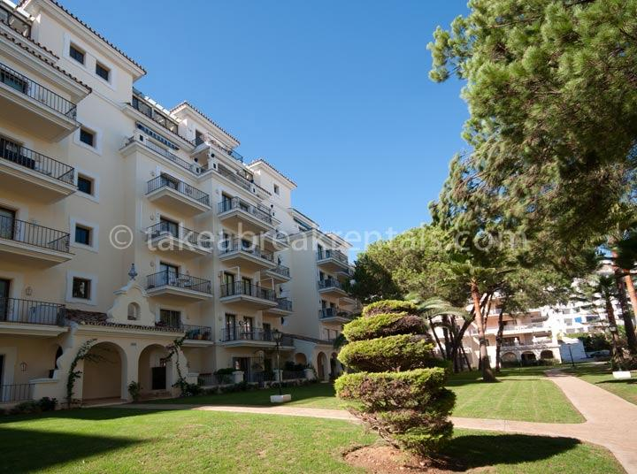 Communal garden apartments to rent Puerto Banus