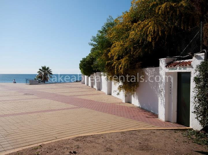 Beach access apartments for rent in Puerto Banus
