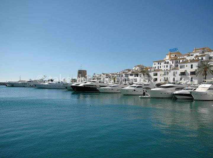 Puerto Banus harbour close to apartments to rent