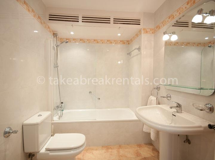 Bathroom holiday apartments Puerto Banus Marbella