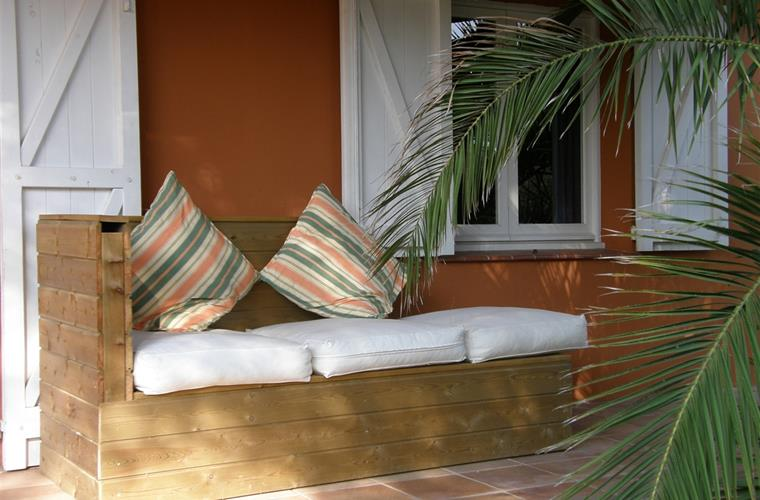 sofa (chaise-longue) at the terrace