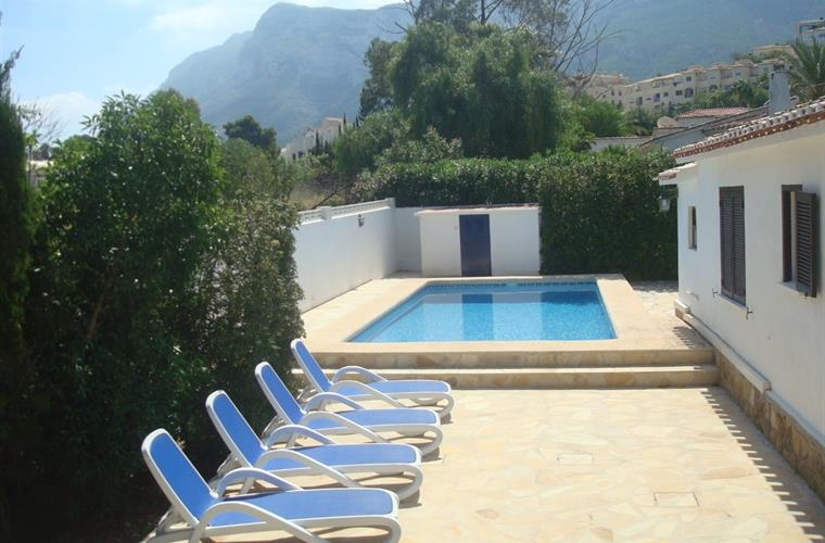 Villa in Denia swimming pool