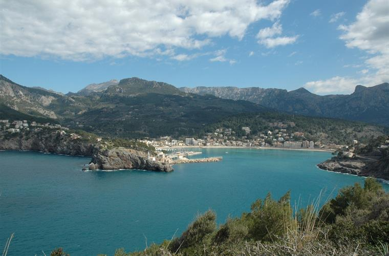 Bay of Puerto Soller with Tramuntana mountains in the back