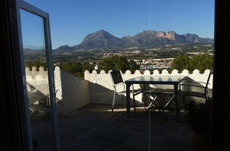 terras balcony 25 m2 vieuw on mountains and sea/beach side
