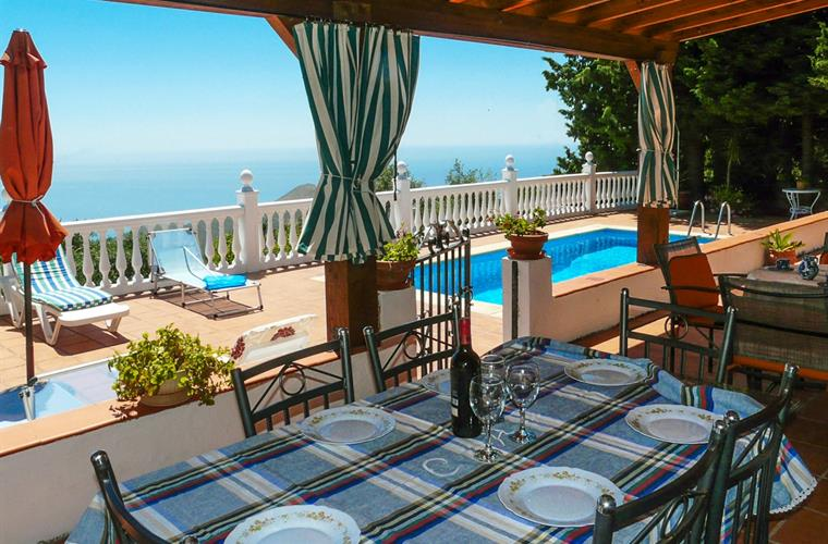 A very complete holiday home in remote setting East of Motril