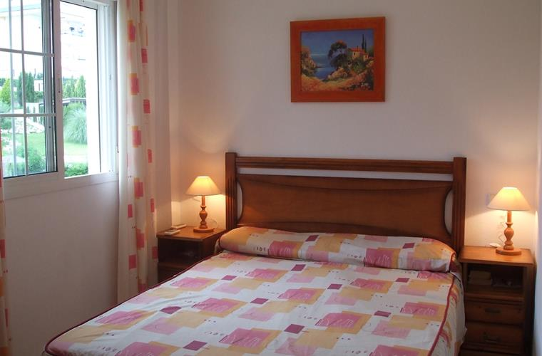 Locations en appartement de vacances mil palmeras 12903 for Chambre qui donne sur le salon