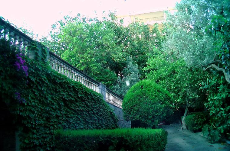 GARDEN AND MAIN ACCESS