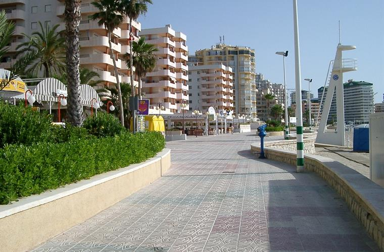 Promenade to front of Apartment