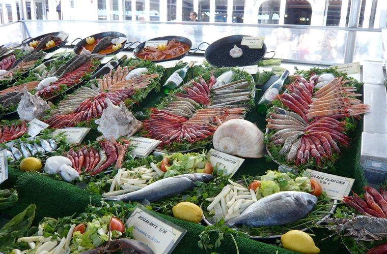 Just one of the many fish restaurant displays