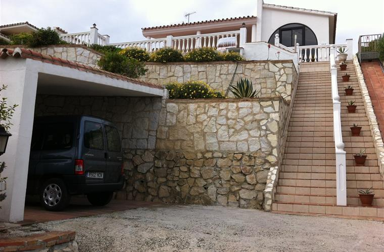 Garage and stairs to the house