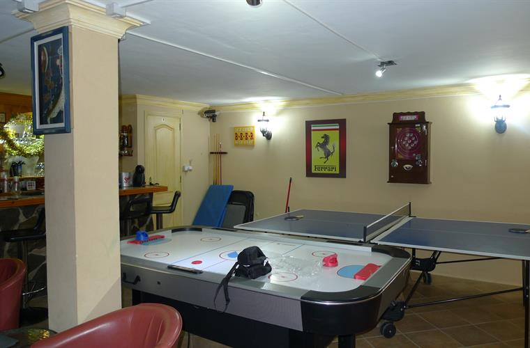 Games like air hockey and table tennis