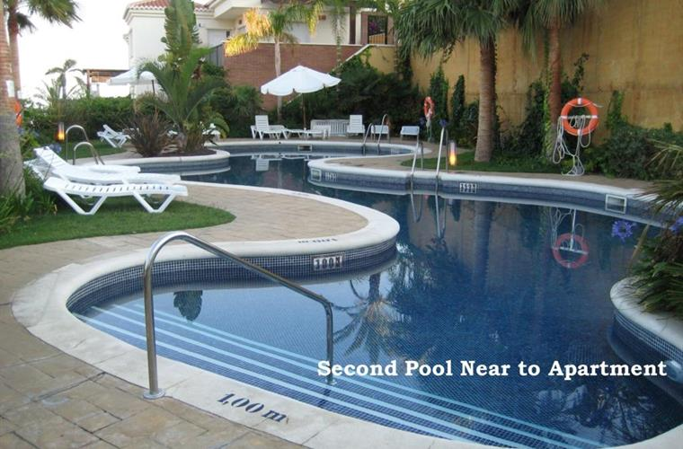 Panoramic swimming pool... choice of 2 pool on Fuentes