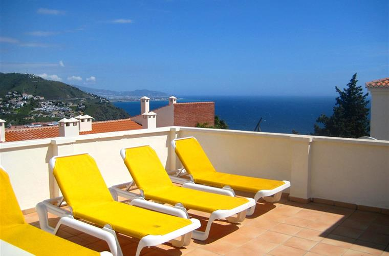 Large Private Roof Top Terrace with amazing views to the sea.