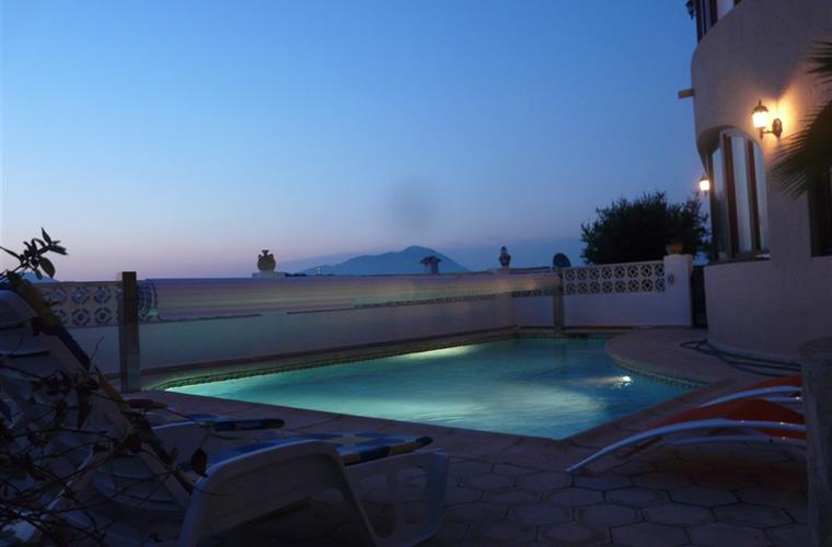 pool in the eveningt
