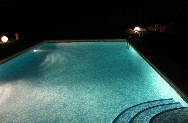 In the evening the poollights can be switched on