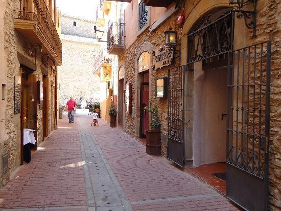 Street in Begur with nice shops and restaurants