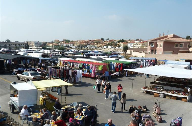 La Marina Market Sundays and Thursdays
