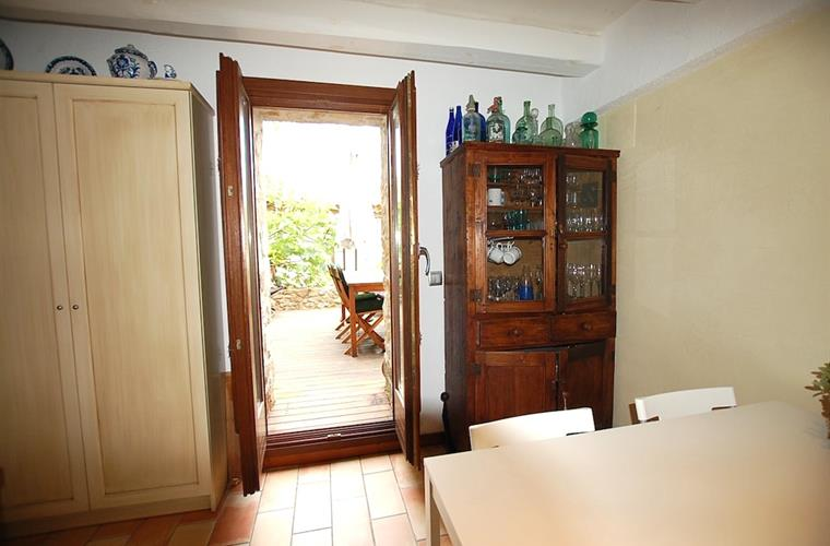Direct access from kitchen to terrace