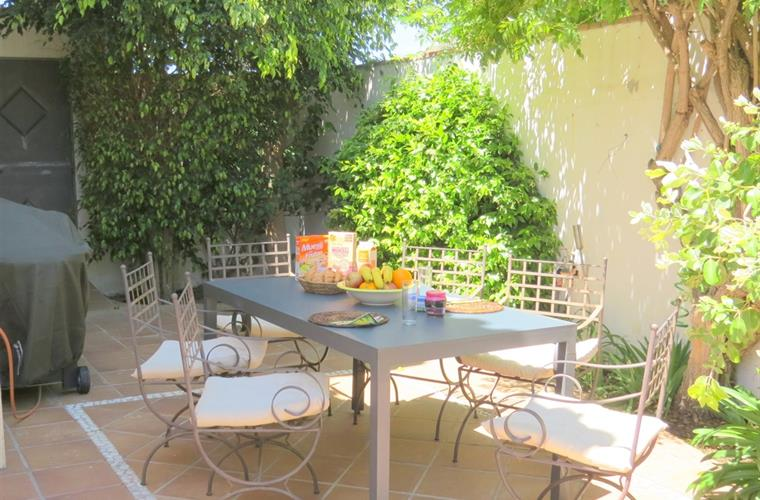 Alfresco dining area with gas BBQ