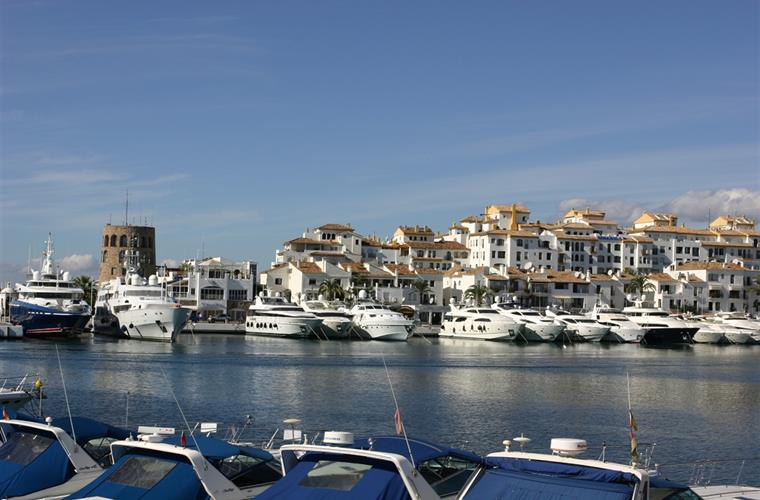 Luxurious yachts in Marina Banus
