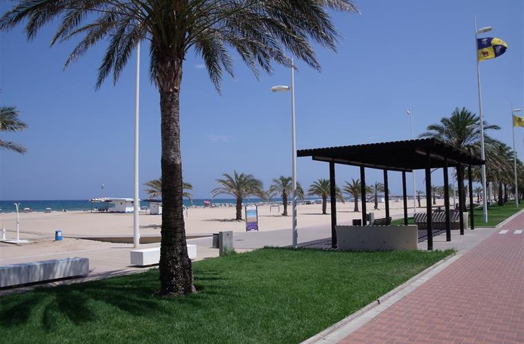 Gandia beach seating areas