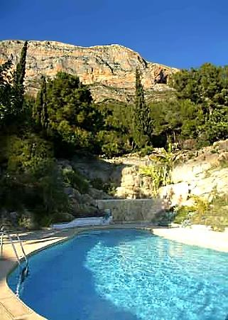 A natural ravine contains the pool, with a mountain backdrop
