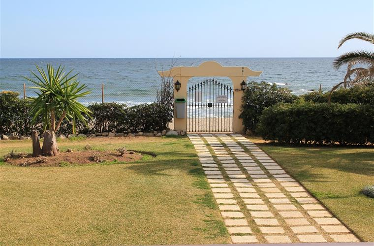 gate to beach